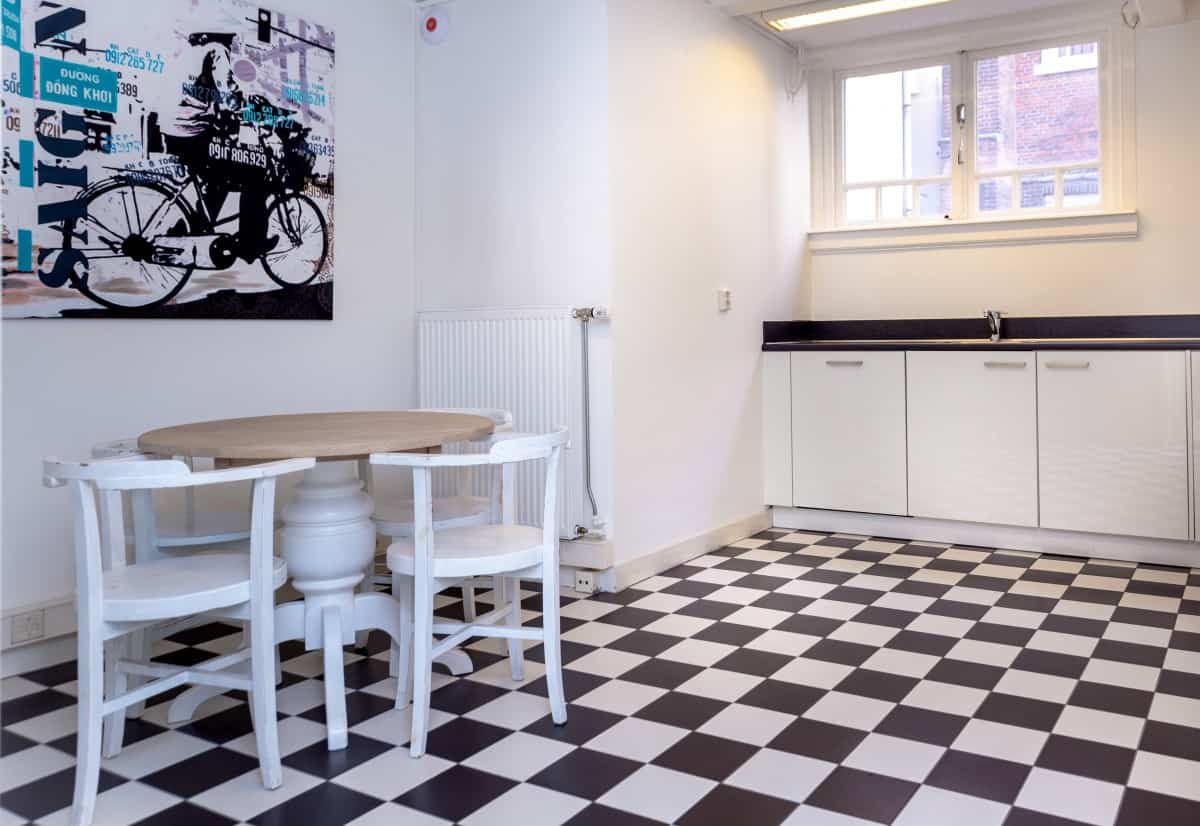 Office Space Amsterdam complementary kitchen